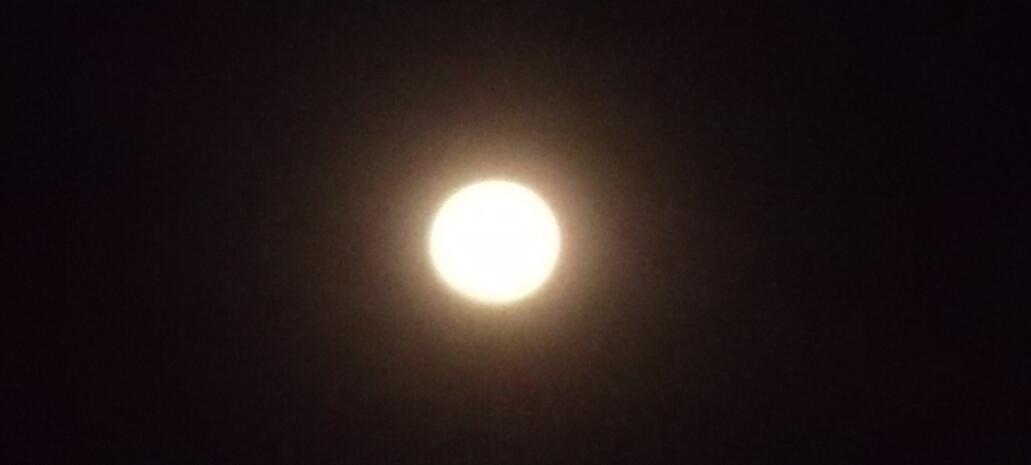 Luna desde Guanare http://t.co/OoQ04t1RAA via @ReporteGuanare