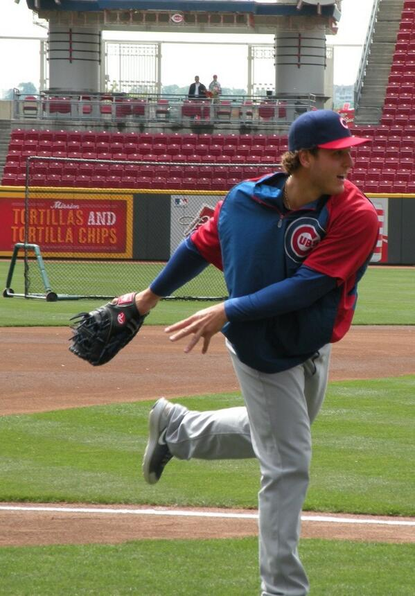 Anthony Rizzo, who yesterday went 3-for-3, BB, 2 2B, R, RBI, warms up before today's #Cubs vs. #Reds game. http://t.co/CPX47wkq6z