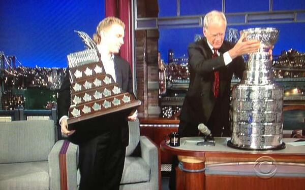 Patrick Kane with the Conn Smythe while Dave Letterman tries to not to break the Stanley Cup http://t.co/HLRU3fxaBS