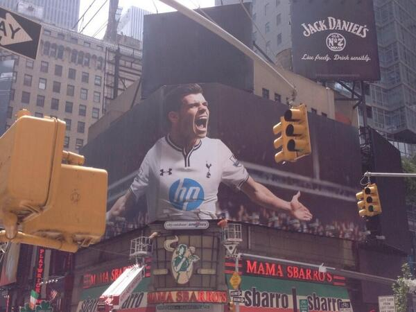 BOv5B71CcAAXP9P NBC replace their massive 40 foot poster of Tottenhams Gareth Bale in Times Square, New York