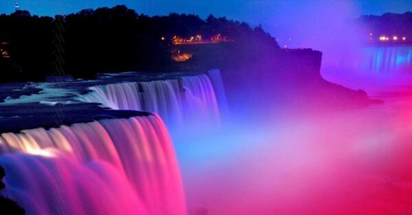 #Itsaboy #Niagrafalls lit blue for our new one day King! http://t.co/FSbo4MZO2y