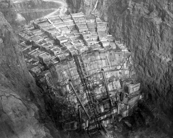 La construcción de la Represa Hoover, 1934. http://t.co/0HlPAxWyVC