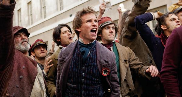 レ・ミゼラブル2012映画の革命に賛同する民衆の画像
