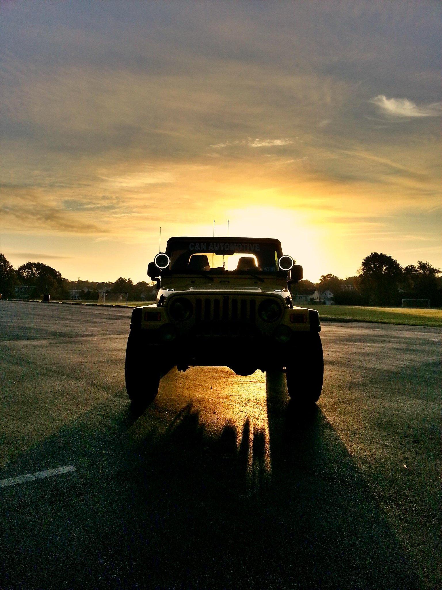 RT @nickigaulin34: @JeepWorld jeeps make a sunrise better http://t.co/wAjDPJ2yFA