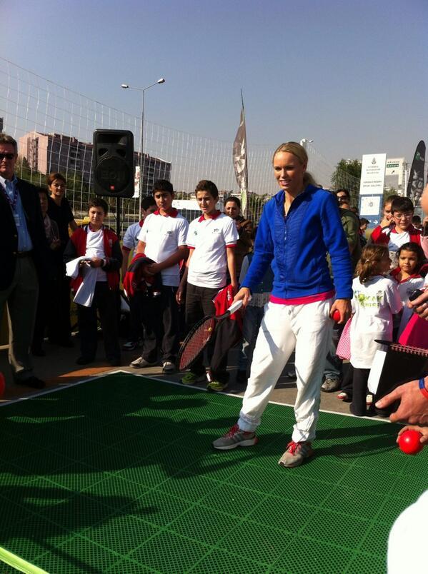 Caroline Wozniacki Sinan Erdem'de #tennis #CarolineWozniacki #TEB #WTAChampionsipsİstanbul http://t.co/jWLwHxKWBU