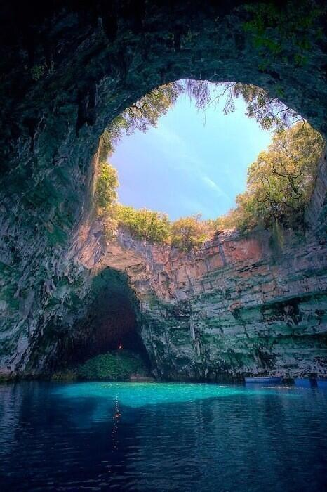 RT @BestWorldPix: Would you love to swim here? Melissani Lake, Kefalonia, Greece http://t.co/mt7cdMnTRt