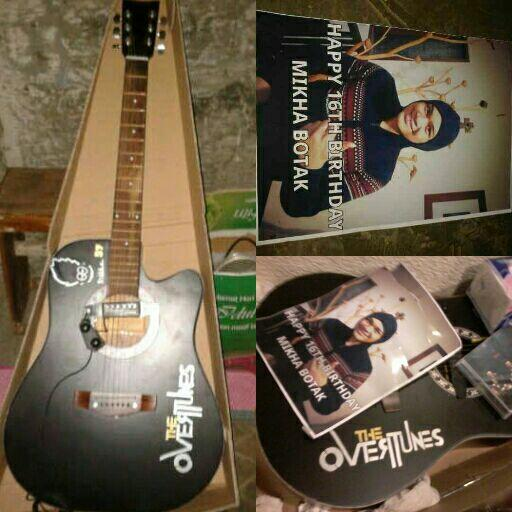 Ini gitar baru Mik dari Tunist se Indonesia. Semoga suka. Dipake terus ya Mik:)) @Angelo_Mikha @TheOvertunes http://t.co/OpHDSV7U0e