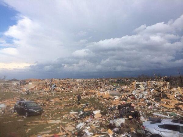 Reports of extensive damage in #WashingtonIL. #tornado Photo from @ChrisKhoury182 http://t.co/kxYYMUn0CZ