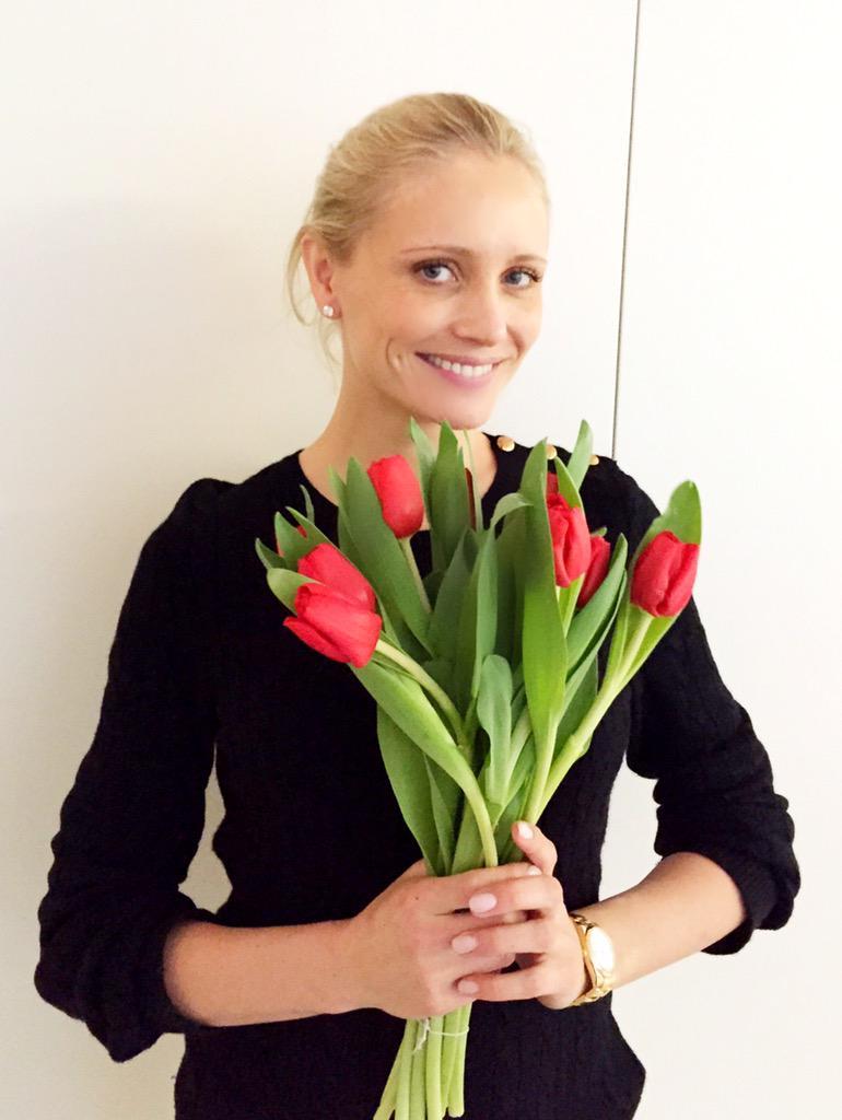 Steun deze week ook noodhulp in Nederland door een bosje tulpen te kopen bij @albertheijn. #TulpvoorHulp @RodeKruis http://t.co/nQiluk8VtO