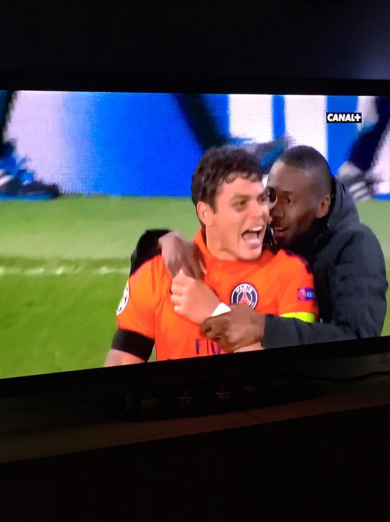 Skyrock  (@SkyrockOfficiel): Bravo au @PSG_inside qui se qualifie avec un score de 2-2 face à Chelsea #CHEPSG http://t.co/xzwei1Oj2t