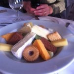 This restaurant has misunderstood the concept of cheese and biscuits http://t.co/5ZMccY9luj http://t.co/I8bSSOqnIj