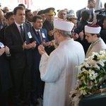 Türkiyenin büyük vicdanı Yaşar Kemali sonsuzluğa uğurladık. Allah rahmet eylesin http://t.co/YzzM0nAWTa