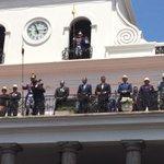 Presidente @MashiRafael y Vicepresidente @JorgeGlas participan del tradicional #RelevoDeGuardia en #Quito http://t.co/VDow5hRxiT
