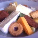 Woman orders cheese and biscuits at hotel - and gets this instead http://t.co/PaXFAsSdZe http://t.co/YdVZqDOnr9