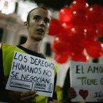Las fotos que no viste de la vigilia de ayer por la #UniónCivil http://t.co/Tqq0qCQHAr http://t.co/E4ZW7oGw8O