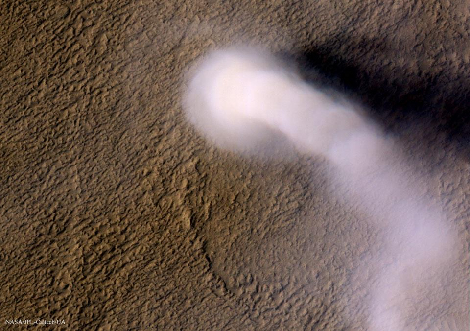 A dust devil on Mars, it's Martian spring http://t.co/XdI27tPOKi