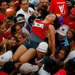 Ya se rascó la primera.  #ChavezPartyNightClub http://t.co/a3f4oRP30h
