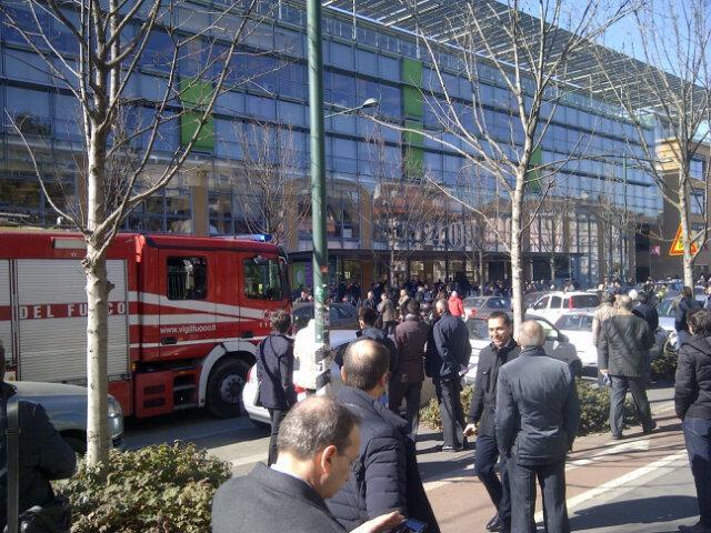 Allarme bomba al @sole24ore ... Carabinieri e vigili del fuoco sul posto http://t.co/enxa2PRnrz