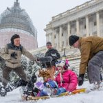 Lots of families (and reporters!) out enjoying sledding on the Capitol Hill! @capitalweather @WeatherNation http://t.co/G47VRjt7fu