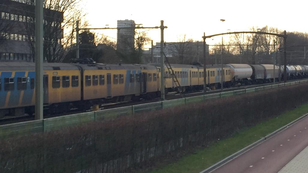 Foto van de botsing. #ob #treinbotsing http://t.co/H1uv1V60v3