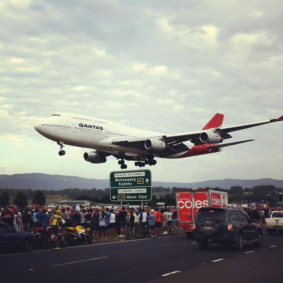 RT @illawarramerc: Some fantastic reader pics of the @Qantas plane landing at Albion Park this morning!