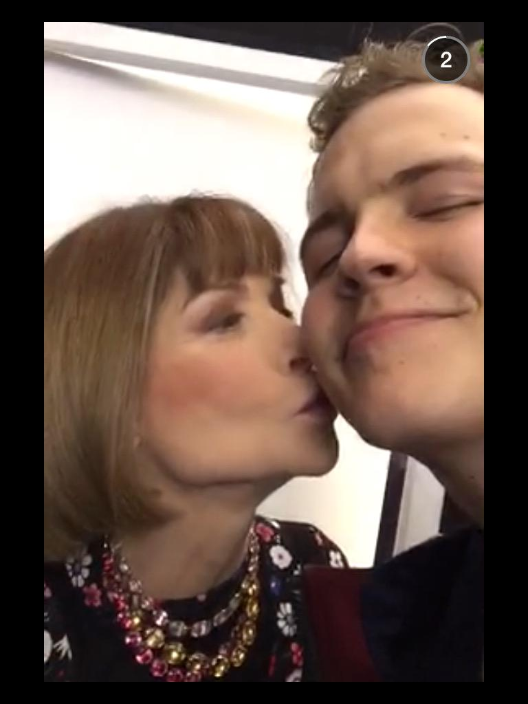 Dilara Yılmaz (@DilaraYlmz): Fashion Queen Anna Wintour blows a kiss to Vine phenomenon Jerome Jarre