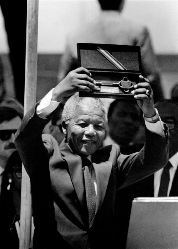 RT @latimespast: R.I.P. Nelson Mandela. Here he is after receiving the key to the city from L.A. Mayor Tom Bradley in 1990: http://t.co/qJJUBOS23U