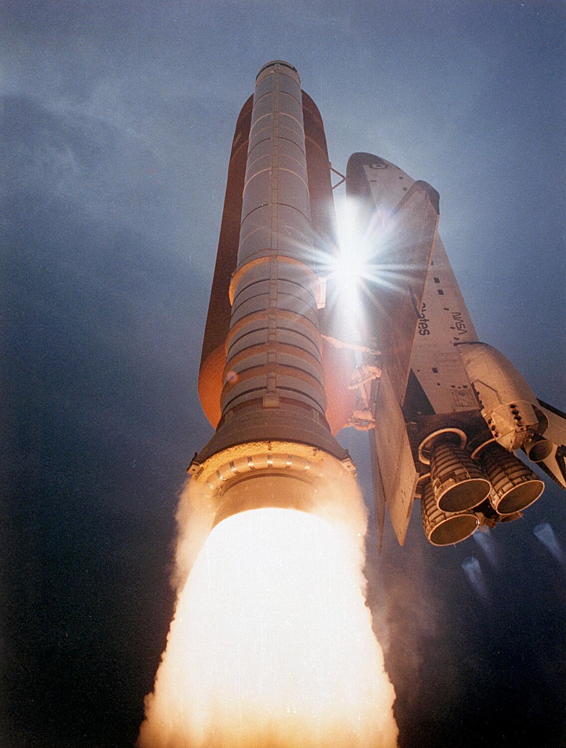 On the 6th day of Christmas, NASA History gave to me 6 Space Shuttles Flying.   http://t.co/GsOGPE8rfY