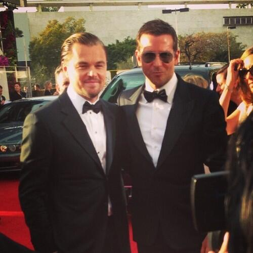 LEONARDO DICAPRIO AND BRADLEY COOPER AT THE GOLDEN GLOBES GOT ME SWEATIN http://t.co/B0muOXSGKO