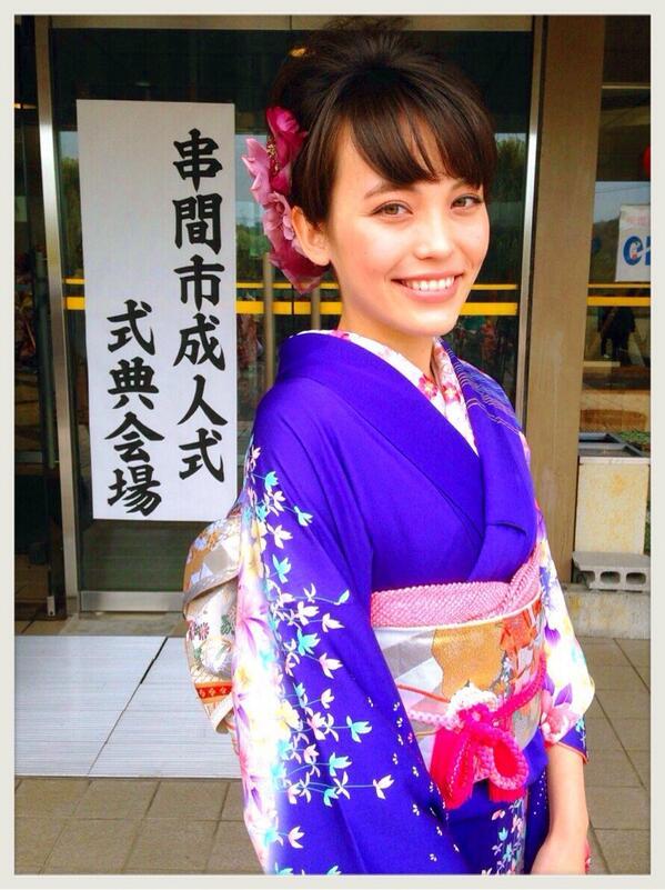 井手綾香、無事に成人しました。 皆様、これからも宜しくお願いします☻ http://t.co/op3rDMoFi4