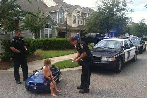 EXCLUSIVE : First look at the moment @justinbieber was picked up by the @MiamiBeachPD http://t.co/12qv7Mcr50