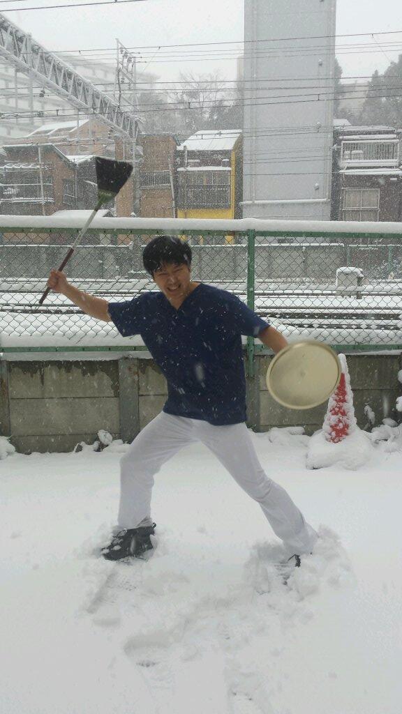 まりを (@mariwogold29): 雪かき! http://t.co/qq2u6ymBBo