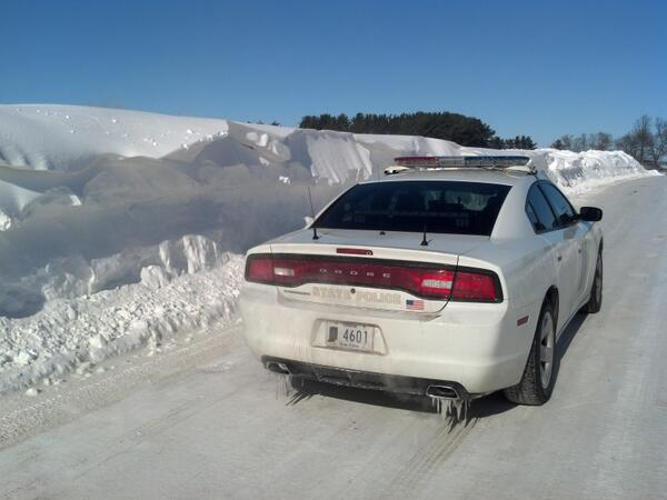 Check out this snow drift on SR3/CR600S in LaGrange County. That's the SB lane completely covered. http://t.co/Y56dqUbtEI
