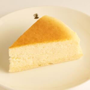 test ツイッターメディア - はい、チーズ♡ No.065_【銀座】洋菓子舗ウエスト_ふんわりチーズケーキhttps://t.co/tyEEpoLceh