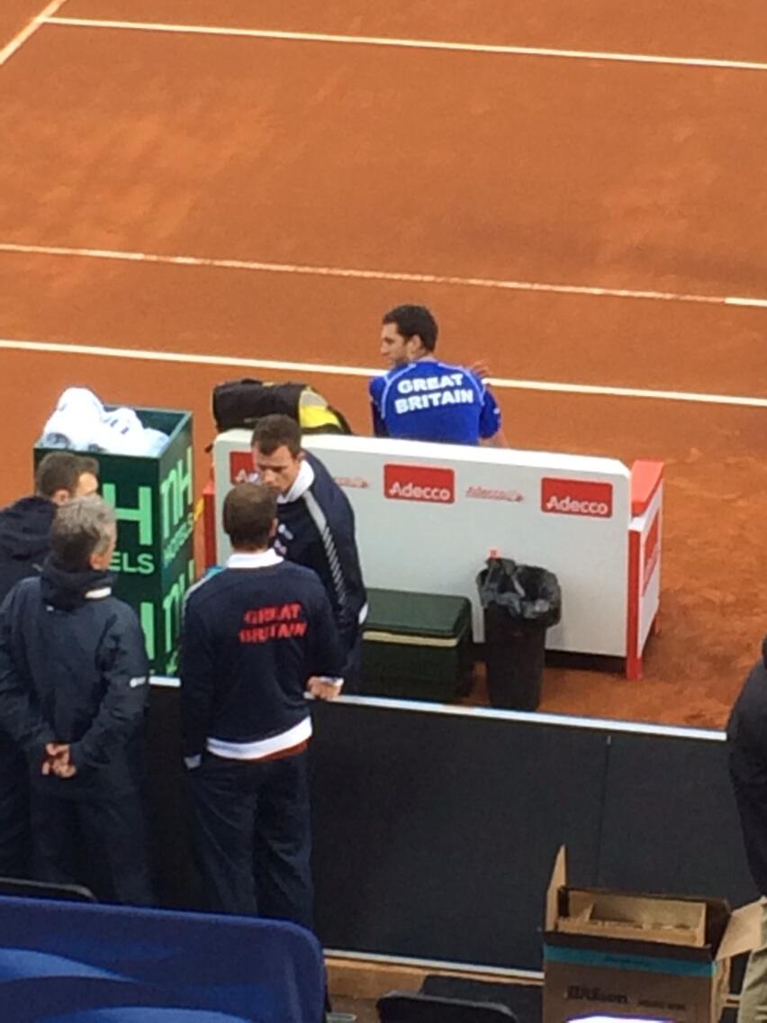 RT @PHShriver: @andy_murray talking to GB coach after 4th set to Ward. @DavisCup 5th set next. http://t.co/5FDY2IKbBf