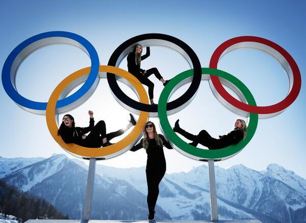 The best Olympic rings shot you will ever see - Why? Because of our kiwi girls #makingusproud http://t.co/ZpeFbSqVRS