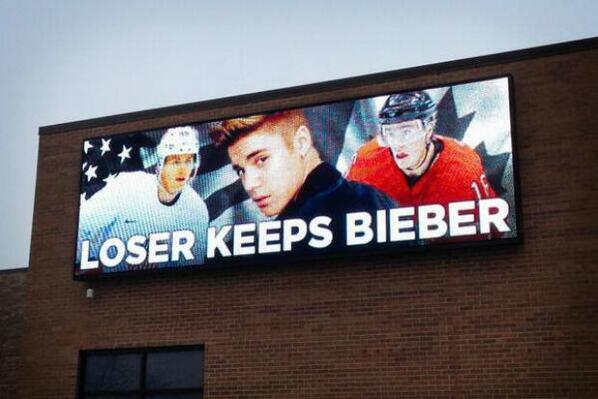 "Loser Keeps Bieber billboard pops up ahead of USA vs Canada hockey semifinal http://t.co/cwMOOfgtaQ http://t.co/VYXXYs6SFi"" Ouch Justin!"