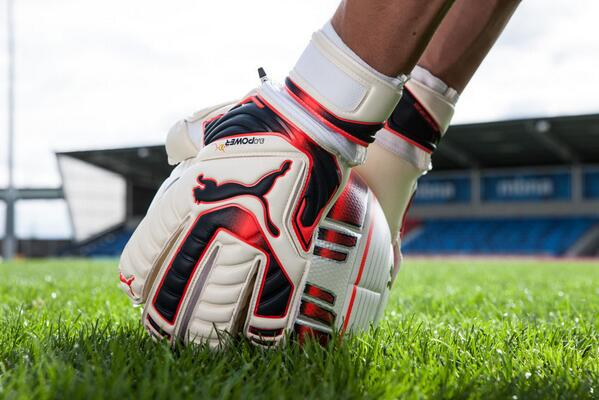 The #evoPOWER 1 Gloves. More protection and more grip for more saves in all conditions. #StartBelieving http://t.co/mKaZvYeCyX