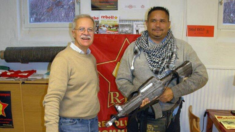 Tupamaro Alberto'El Chino'Carías, promete 'luchas ilegales y violentas' para defender al gobierno. SEBIN, FISCAL,TSJ? http://t.co/GEPmau4O0S