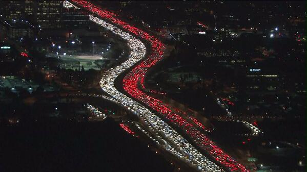 Yup .... this is the #405Freeway right now!!!!!!!!!! #Jamzilla is coming! #KTLA #SKY5 @Sky5Tim http://t.co/853pfDQjjh