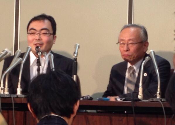 「カメラのストロボを浴びて、あらためて自由は眩しいものだと感じている」5日夜、保釈された片山祐輔氏の会見での第一声。 http://t.co/TZavJfuGJ5