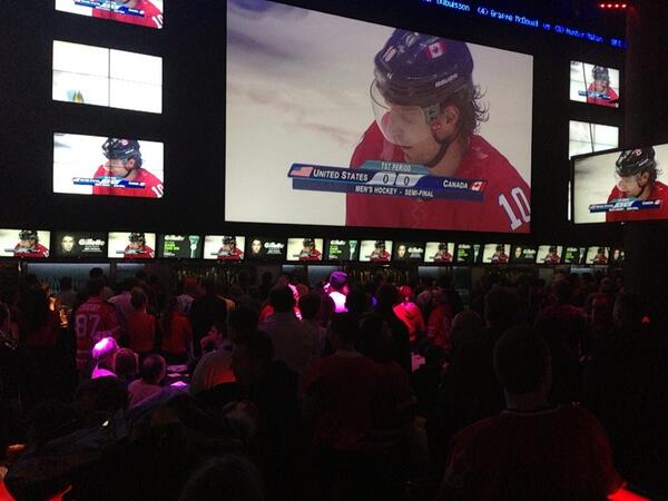 About 1000 people watching the game here at Real Sports. I'm told #Mayor Ford will be here too #sl http://t.co/FIiAe9Qwwl