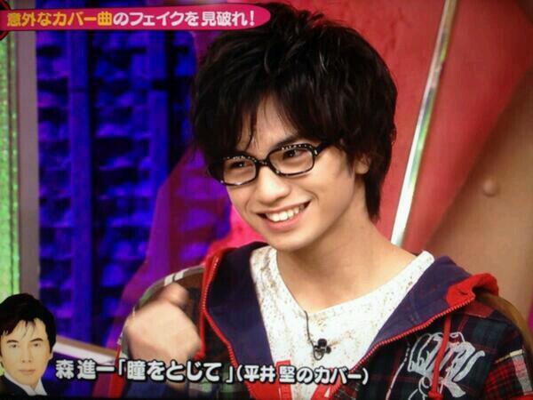 メガネをかけた中島健人