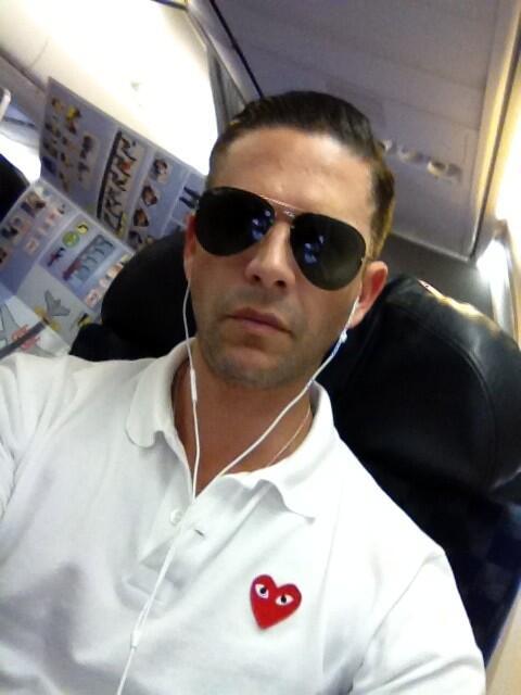 Hasta en el avión estoy conectado al wi-fi para denunciar al mundo lo que pasa en mi país!!! Somos tu voz Venezuela http://t.co/XRErDqfIFU