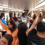 RT @RobbyCortes: [FOTO] Vagones del Tren Urbano llenos a capacidad, rumbo a presenciar el concierto de @Calle13Oficial en Rio Piedras. http…