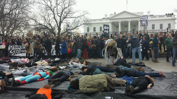 It's getting real at 1600 as anti Keystone protesters rally at White House fence. http://t.co/22d3ZBP21p