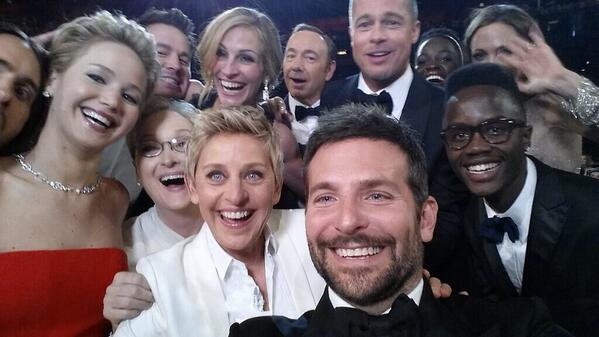 #Oscars: Photo from @TheEllenShow now at 332K retweets. http://t.co/kLrPDSBneD