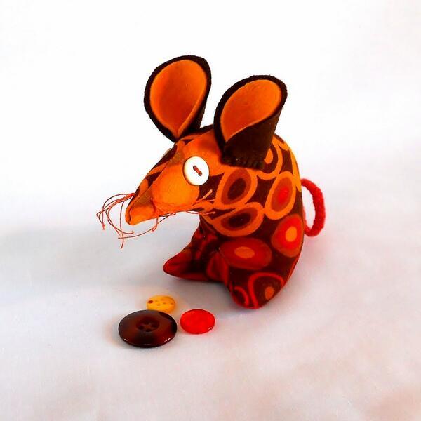 Retro Mouse  in 60s orange and brown dot vintage by WittyDawnUK http://t.co/sU5b1ypcVj via @Etsy #craftyfolk http://t.co/uNdB4gWmfr