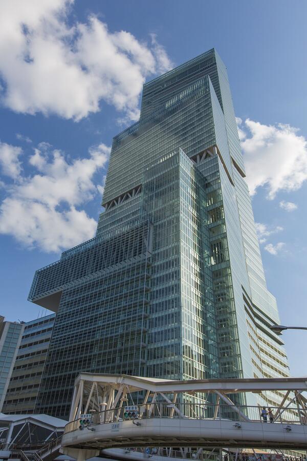 ついにこの日がきました。 本日3月7日、高さ日本一のビル・あべのハルカスがグランドオープン!展望台「ハルカス300」や大阪マリオット都ホテル等が開業し、新たな「立体都市」が街びらきします。 http://t.co/vcNCgTogao