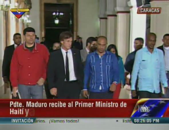 VTVCANAL8 (@VTVcanal8): #Ahora | Pdte. @NicolasMaduro recibe en #Miraflores al actor Sean Penn y al Primer Ministro de Haití, Laurent Lamothe http://t.co/Lg4LL1Ioq9